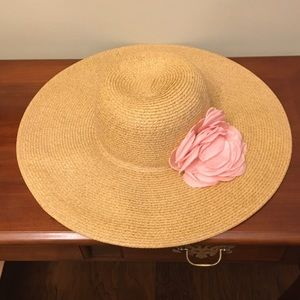 Apt 9 hat with removable flower.